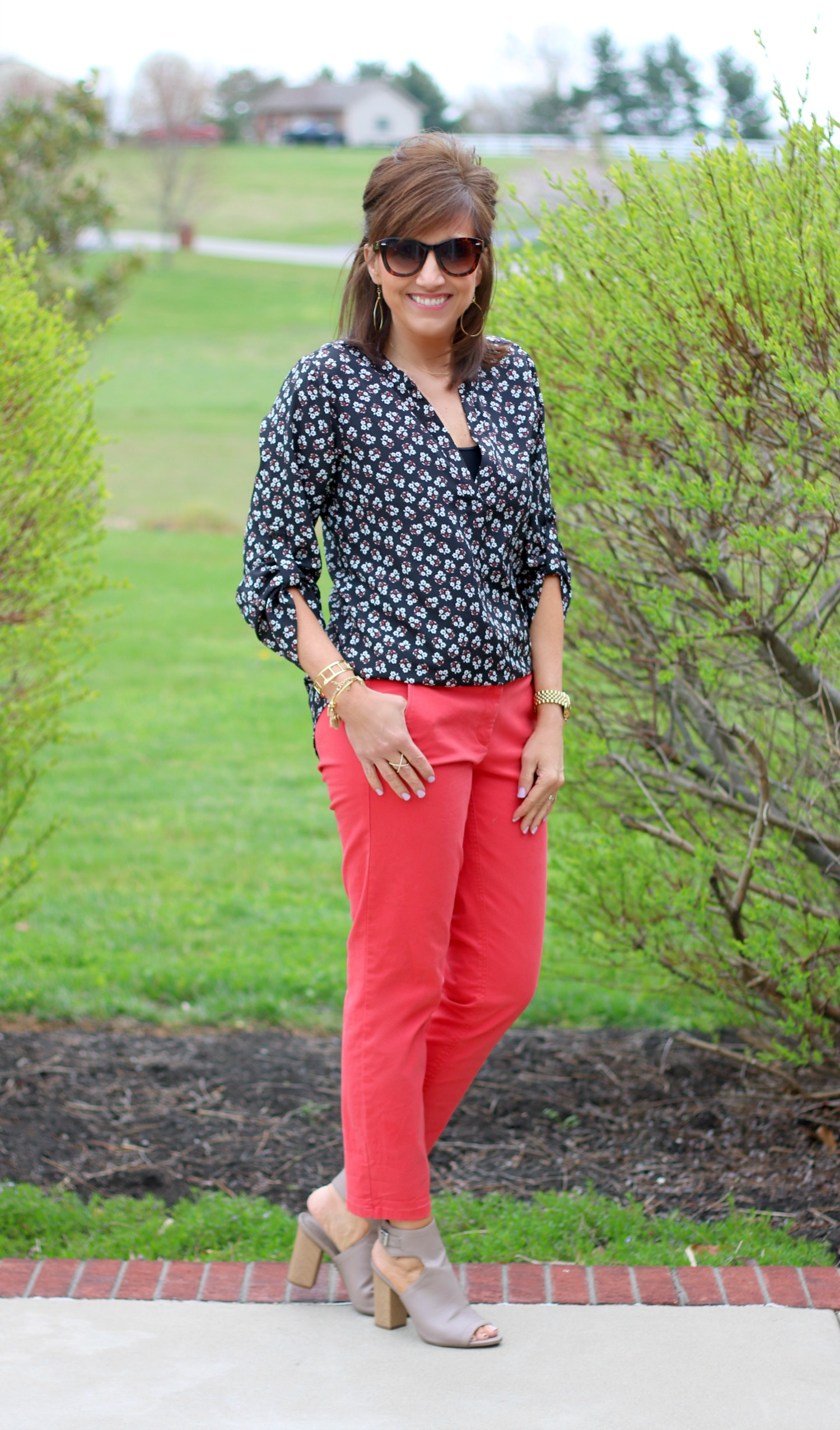 27 Days of Spring Fashion: Floral Top With Coral Pant