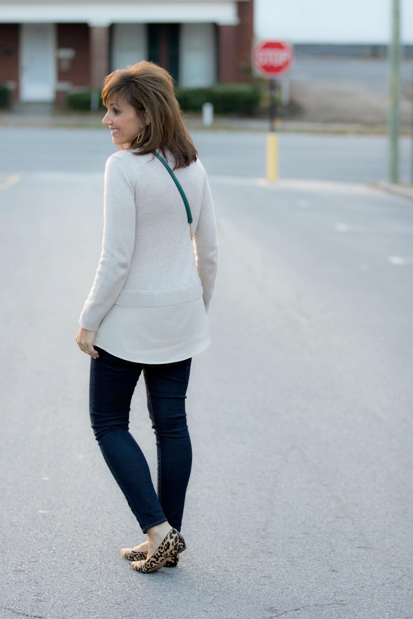 Fashion blogger, Cyndi Spivey, styling a Vera Bradley bag from Macy's.