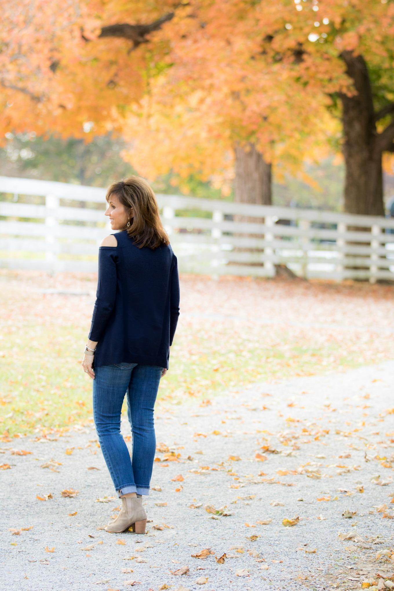 Fashion blogger, Cyndi Spivey, sharing a Vera Bradley crossbody bag.