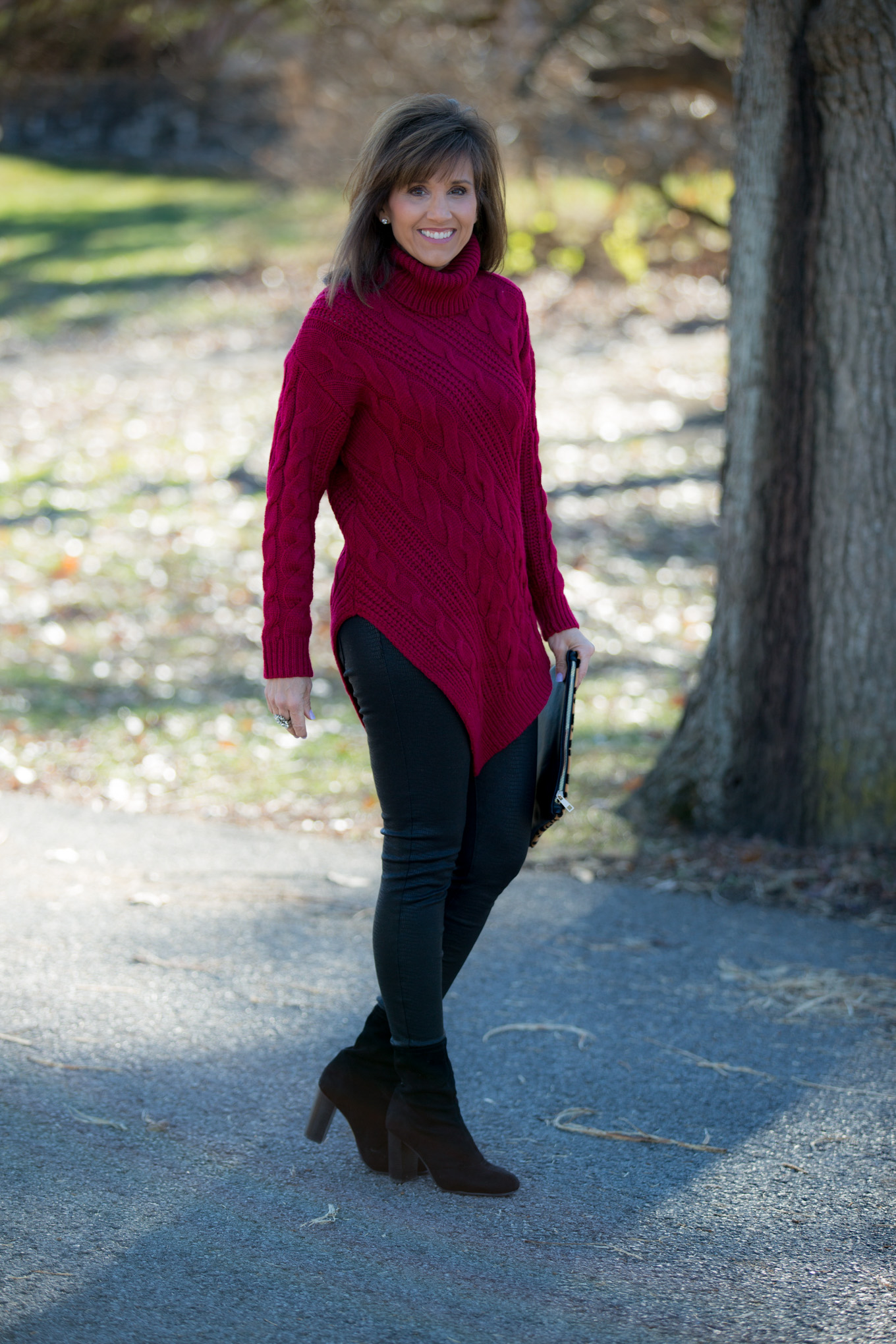 Fashion blogger, Cyndi Spivey, styling a chunky knit sweater from Glamour Farms Boutique.
