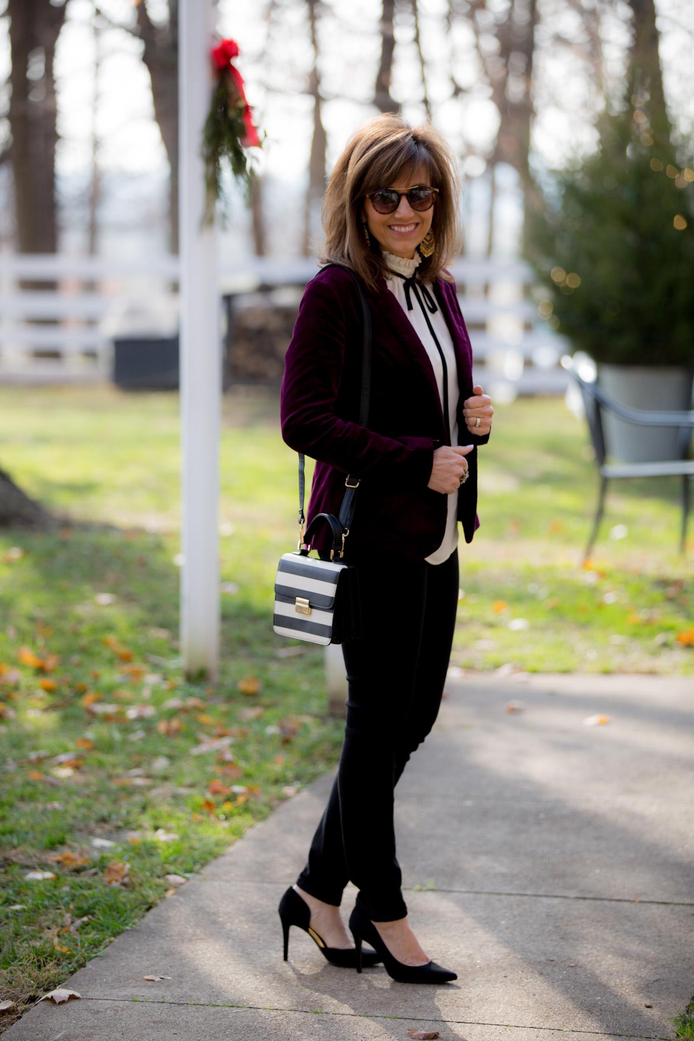 Fashion blogger, Cyndi Spivey, styling a velvet blazer from Old Navy.