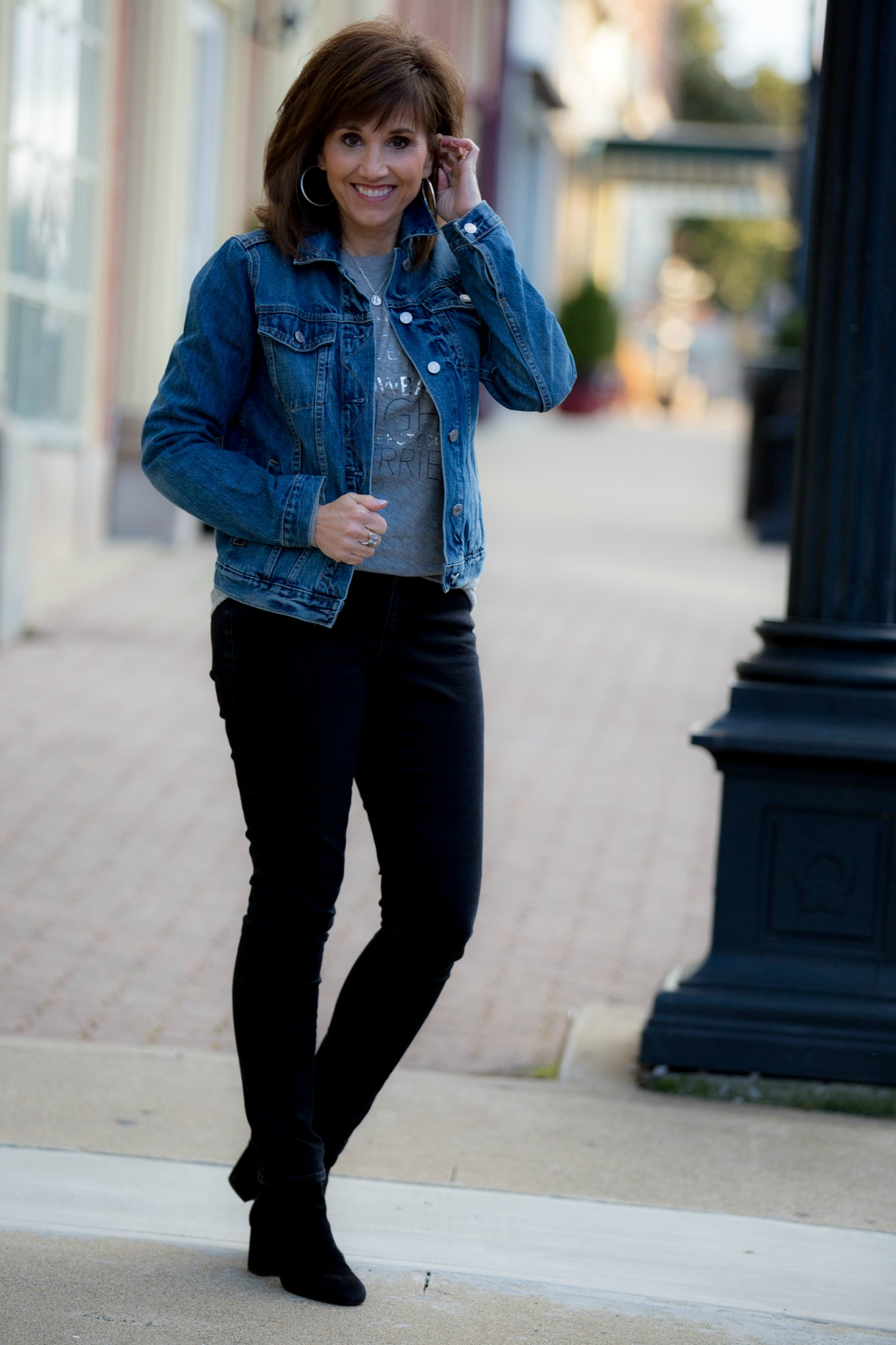 Casual Outfit Formula: Graphic Tee + Denim Jacket + Black