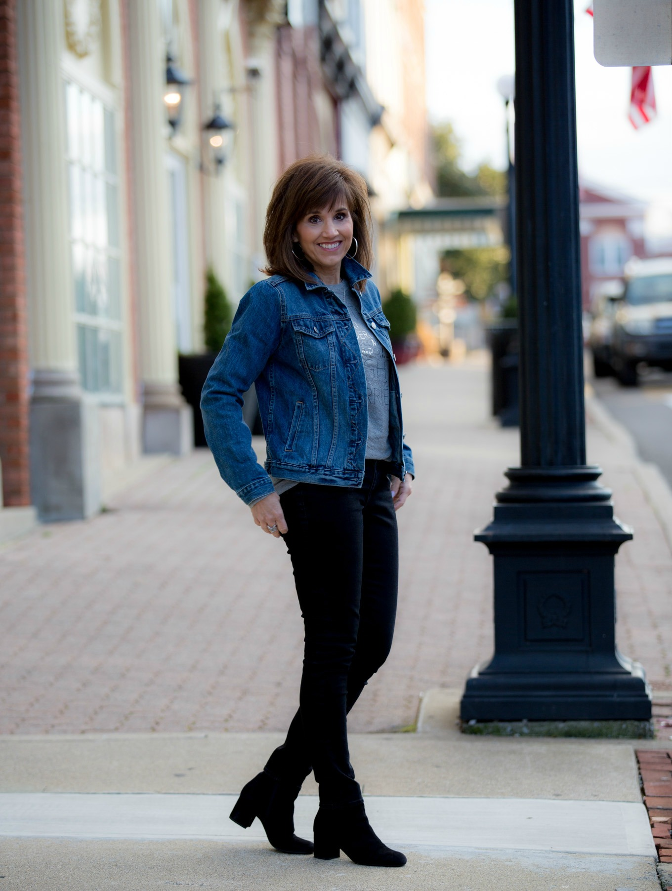 Fashion blogger, Cyndi Spivey, styling a graphic tee from Gap.